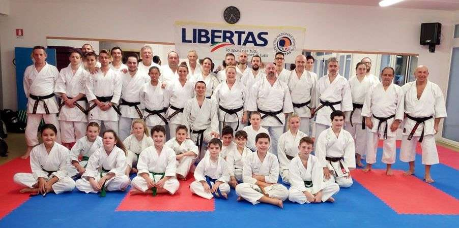 venture-karate-team-stage